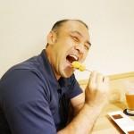串揚げを食らうほっとアルファーの桜井社長!(笑)